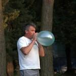Osoba z balonem